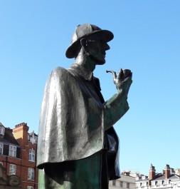 Holmes statue