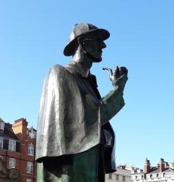 Holmes statue